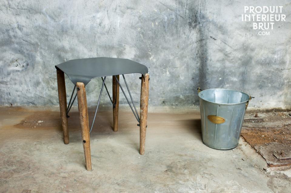 Style résolument rétro de cette assise ou table d'appoint de Produit Intérieur Brut…