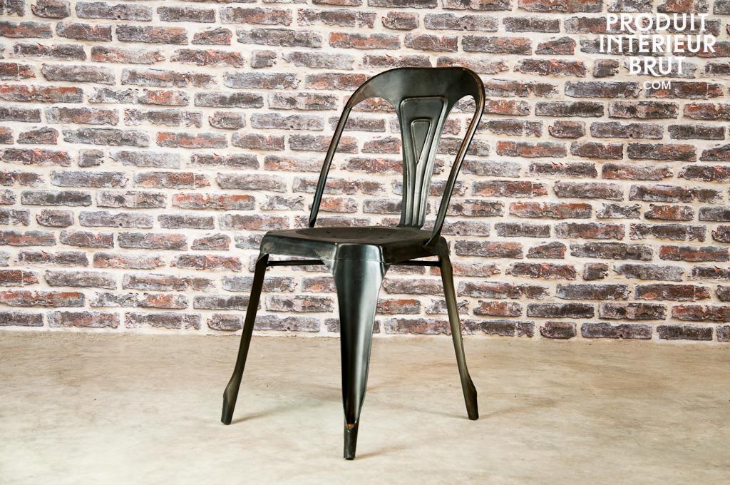 Une chaise en métal emblématique du style vintage – Produit Intérieur Brut