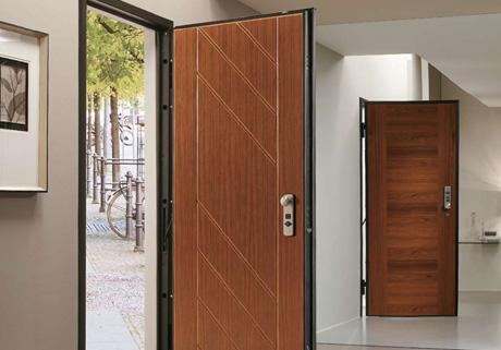 Faites-vous faire et poser votre porte blindée à Toulon par Les Menuiseries de la Vallée